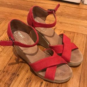 Red tom wedges size 8